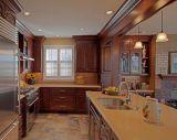 Artigo de madeira da cozinha da laca com despensa