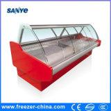 Servicio refrigerado sobre el refrigerador contrario de la visualización de la carne