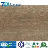 Зарегистрированный выбитый деревянный настил Lvt пола планки винила PVC цвета