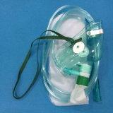 Máscara de oxígeno con el bolso del depósito