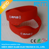 Wristband Rewritable do silicone de 13.56MHz RFID impermeável para a piscina