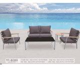 庭の家具防水クッションが付いている粉上塗を施してあるアルミニウム木製アーム椅子のソファー