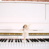 白いピアノC23W