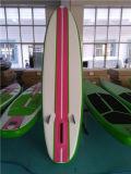 Зеленый участвуя в гонке Surfboard для сбывания