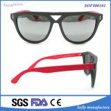 Ultimi occhiali da sole di plastica variopinti alla moda d'avanguardia di modo con il tempiale rosso