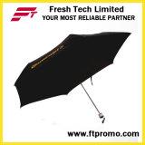 Женщины дешевых детей перемещения складывая зонтик тени дождя