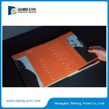 두꺼운 표지의 책과 완벽한 바인딩 카탈로그 인쇄