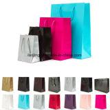 O presente de papel luxuoso ensaca o saco de portador de papel com punho da corda