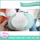 Tricotando manualmente o fio extravagante -11 do algodão de lãs das luvas do poliéster