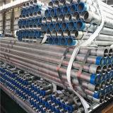Tubo galvanizado del hierro con los extremos roscados y los casquillos plásticos