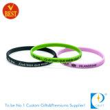 Preço de fábrica pulseira de borracha de silicone debossed personalizado