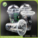 使い捨て可能なふたが付いているプラスチックによって絶縁される明確なジュースのコップ