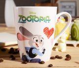 Tazza di caffè quadrata di ceramica multicolore all'ingrosso di figura 12oz con il cucchiaio