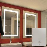 يضاء [فوغلسّ] غرفة حمّام وابل يحلق [إن] غرفة حمّام [لد] مرآة