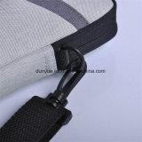 シンプルな設計の防水ナイロンラップトップのハンド・バッグ、カスタマイズされた実用的なラップトップのメッセンジャー袋