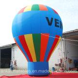 La mayoría del anuncio inflable del globo de tierra colorido popular del arco iris