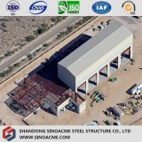 クレーンが付いている鉄骨構造の高層産業工場