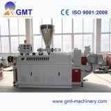 Producción plástica del perfil de la tira del lacre del PVC que saca haciendo la línea de la maquinaria