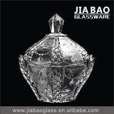 刻まれた装飾的なスプレーカラーガラスキャンデーの瓶