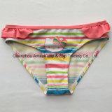 Swimwear di Siwm della ragazza breve