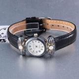 Leartherバンドが付いているヴィンテージ様式の腕時計の合金の腕時計
