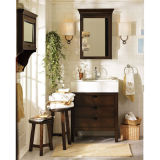 Einfacher Fußboden, der hölzerne Badezimmer-Eitelkeit steht