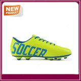 卸し売り緑色の人のサッカーの靴