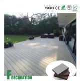 Le plastique en bois composé réutilisé WPC imperméabilisent l'étage extérieur de Decking