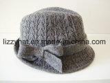 Chapéu feito malha lãs do Fedora da forma com curva para mulheres