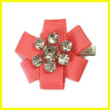 宝石用原石のヘアークリップが付いている赤いBowknotファブリック