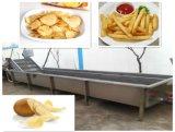 Pommes frites populaires de l'Afrique faisant la machine