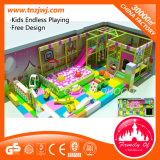 Apparatuur van de Speelplaats van kinderen de Binnen met de Zachte Bal van het Spel