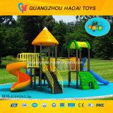 O melhor campo de jogos ao ar livre bem escolhido para os miúdos prées-escolar (HAT-012)
