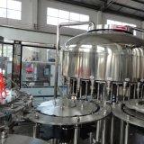 Машина автоматической бутылки продукции фабрики заполняя покрывая