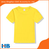 Kinderen die zich om de T-shirt van de Hals kleden