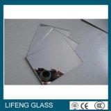 Grande espelho de prata redondo desobstruído da composição do espelho