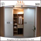 Wardrobe altamente lustroso da mobília do quarto da porta deslizante de N&L