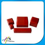 El profesional del control de la alta calidad pintó el conjunto brillante rojo del caso de empaquetado de la joyería