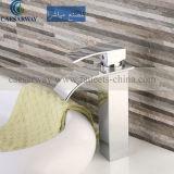 透かしが付いているCascada Grifos Del Lavabo Brassの浴槽の洗面器のコックは浴室のために承認した
