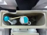 Gesundheitliches Ware-Wasserzeichen und Wels Zustimmungs-Ganzwäsche-rundes keramisches Badezimmer-einteilige Toilette (1032)