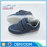 Personnaliser l'éclairage LED acceptable vers le haut des chaussures de gosses avec MOQ inférieur