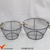 Estilo industrial Interior de la vendimia llevan la cesta de metal redondo con mango