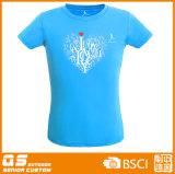 Esportes da forma das mulheres que funcionam o t-shirt