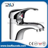 Choisir le robinet moderne en laiton passé au bichromate de potasse par poignée de robinet de mélangeur de bassin de salle de bains