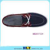 Ботинки шлюпки людей с шнурками ботинка