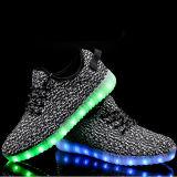 LEDライトが付いている2016の熱い販売の多彩なスポーツLEDの靴