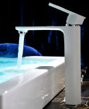 Установленный палубой Faucet тазика белого цвета однорычажный