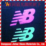 Logotipo colorido reflexivo do teste padrão da transferência térmica para a roupa