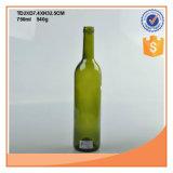コルクストッパーが付いている750mlのこはく色か緑のワイングラスのびん