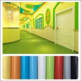 Plancher de vinyle de constructeur fait de PVC dans une Rolls